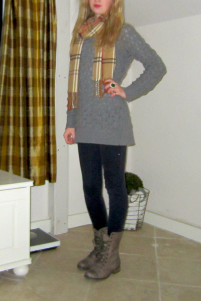 charcoal gray Steve Madden boots - heather gray Forever21 sweater