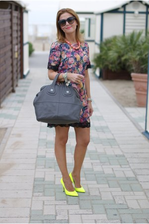 periwinkle floral print Zara dress - yellow neon yellow giampaolo viozzi shoes