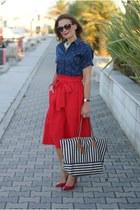 red asos skirt - blue souvenir shirt - black striped Roberta Pieri bag