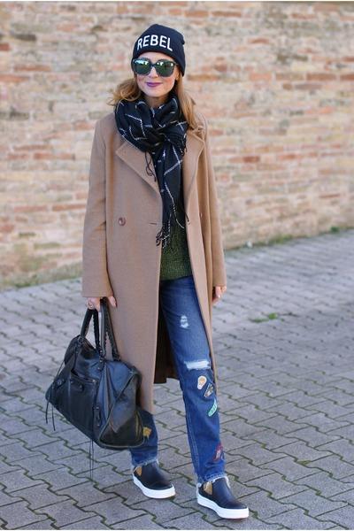 camel Max Mara coat - black B&H shoes boots - blue Zara jeans