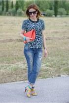 orange clutch Zara bag - blue boyfriend jeans Zara jeans