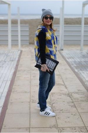 blue Zara jeans - heather gray Northland hat - black Zara bag