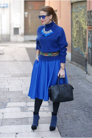 blue turtleneck Paola Frani sweater - black icone boots