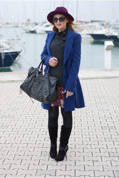 carrot orange Paola Frani coat - black cesare paciotti boots