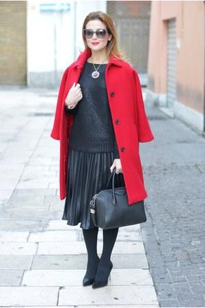 black Le Silla heels - red Kiomi coat - black pleated Molly Bracken skirt