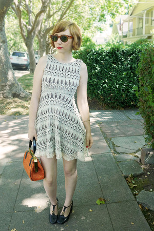 lace vintage dress - 60s vintage bag - wayfarer vintage Ray Ban sunglasses