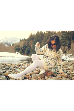 white vintage sweater - ivory skulltini Jeffrey Campbell loafers