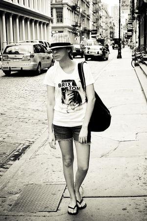 black nightingale purse - white brixton t-shirt - blue Levis jeans - black Havai