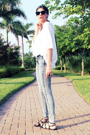 blue BDG jeans - white Elizabeth & James t-shirt - black ROMAN shoes