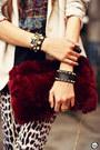 Black-kafé-acessórios-bracelet-crimson-choies-bag-black-romwe-t-shirt