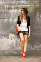 white Eloecom t-shirt - black Amaro skirt
