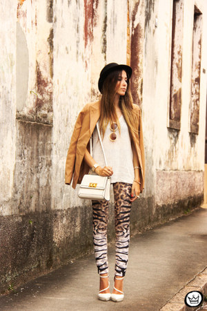 tan Displicent leggings