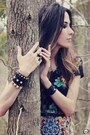 Black-antix-dress-dark-gray-kafé-bracelet