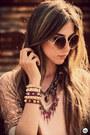 Bronze-metallic-morena-raiz-shorts-tan-spikes-kafé-acessórios-bracelet