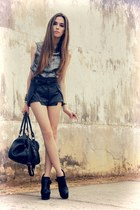 black Modaki shorts - heather gray romwe shirt - black Lokanda necklace