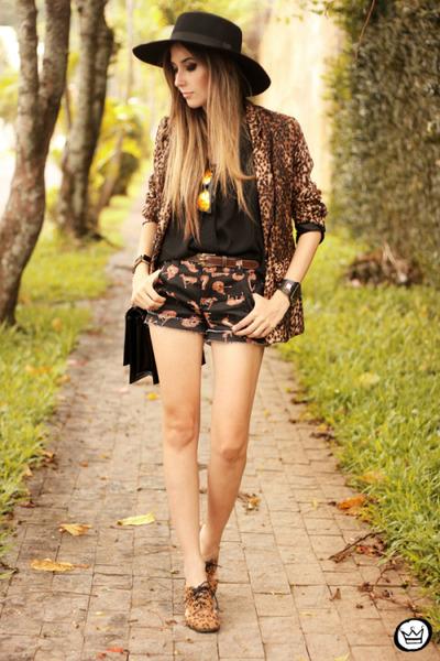black Displicent shorts - black Aremo top