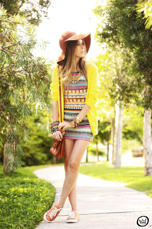 yellow Displicent dress