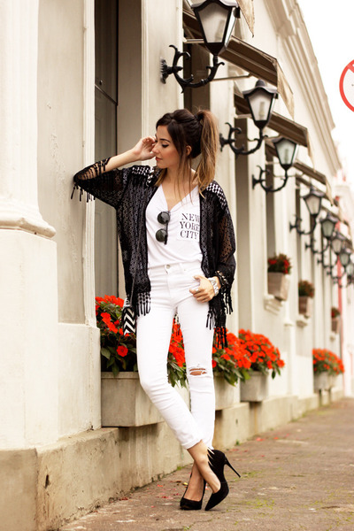 Black-slywear-cape-white-slywear-t-shirt-white-gap-pants