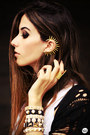 Black-chicwish-cardigan-gold-ear-cuff-gabriela-faraco-earrings