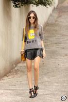 charcoal gray Annaxi t-shirt