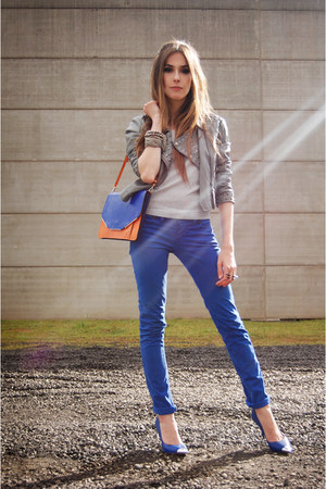 blue spikes Arezzo shoes - carrot orange Arezzo bag - blue Renner pants