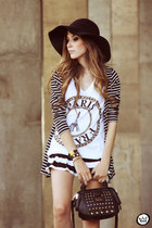white Dafiti t-shirt