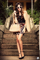 tan Brechó da Neide blazer - tan romwe bag - tawny Displicent skirt