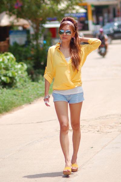 Yellow Shirts, Light Blue Cotton On Shorts, Black Rays, Ban ...