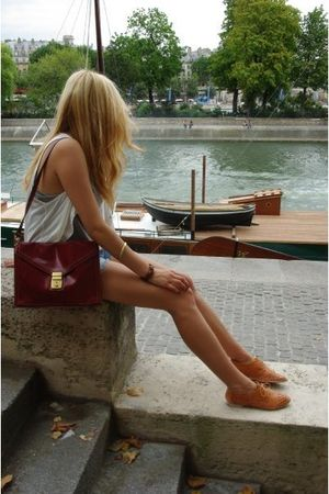 blue Topshop shorts - red vintage purse - brown Urban Outfitters shoes - white T