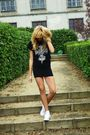 Black-no-name-skirt-black-no-brand-t-shirt-white-converse-shoes