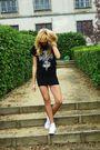 Black-no-name-skirt-black-no-brand-t-shirt-white-converse-shoes