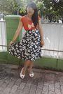 Orange-t-shirt-black-skirt-orange-necklace-white-shoes