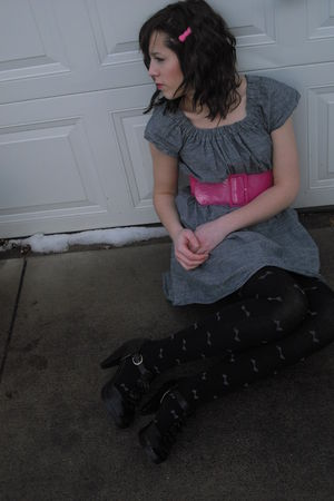 gray Forever 21 dress - black Betsey Johnson tights - black Old Navy shoes - pin