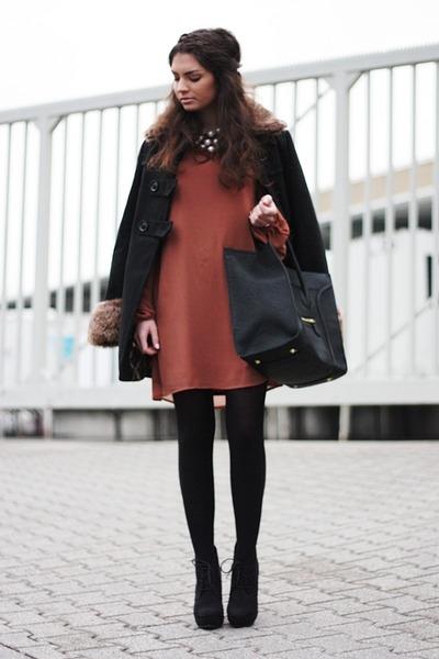 tawny Primark dress - black VJ-style bag