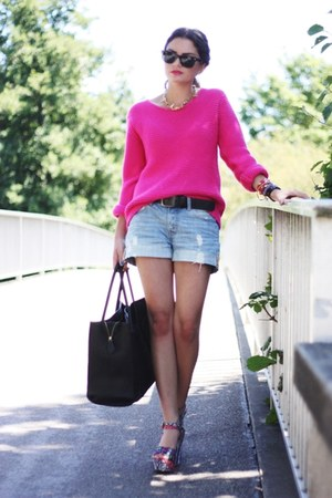 hot pink Romwecom sweater - black VJ-style bag - blue H&amp;M shorts