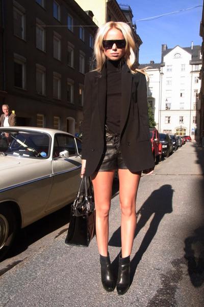 black H & M shorts