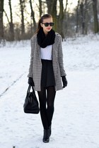black vagabond boots - off white vjstyle coat - black H&M tights