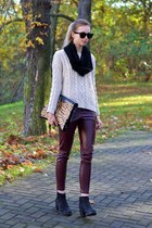 black vagabond boots - off white Chicwish sweater - black H&M scarf