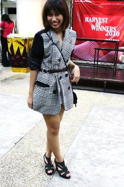 thrift blazer - H&M belt - Fuddyduddy shoes - 168 shorts