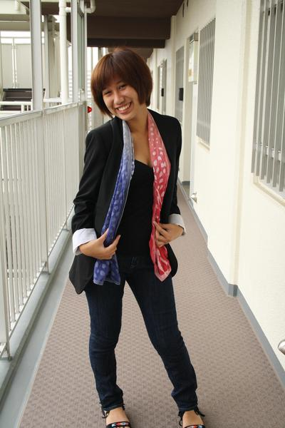 Zara blazer - H&M top - GU jeans - Forever21 shorts - mothers scarf
