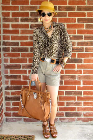 Green-gap-shorts-black-slb-blouse-black-tory-burch-belt-brown-cynthia-vinc