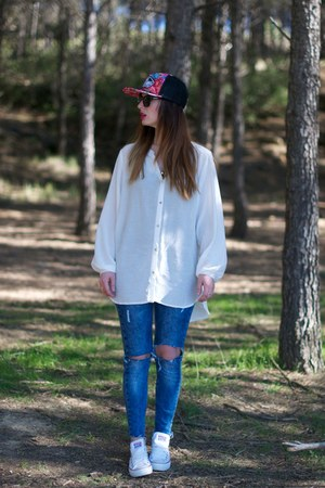 blue Zara jeans - white H&M shirt