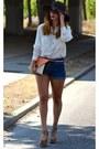 Brown-blanco-hat-white-blanco-shirt-beige-blanco-bag