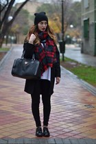 red Zara scarf - black BLANCO bag