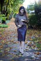 brown turtleneck H&M sweater - brown clutch vintage bag