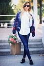 Navy-zara-jeans-white-zara-shirt