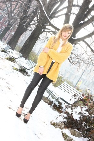 mustard vintage sweater - white Zara shirt - black Zara pants - black Zara heels