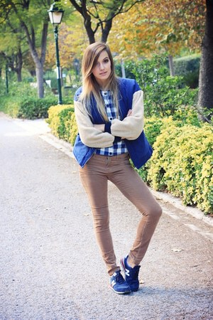 dark khaki Primark pants - navy New Balance sneakers