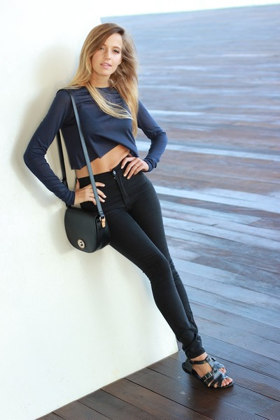 navy Zara hat - black benetton bag - navy Zara top