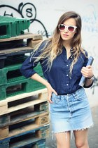 navy Gap shirt